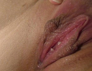 content/110817_not_a_virgin_anymore_rebeka_swollen_pussy_pump_then_i_finger_her_to_orgasm/3.jpg